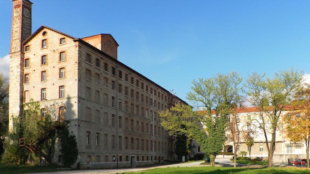 Fabbrica Alta di Schio, accanto sorge uno dei villaggi operai della città