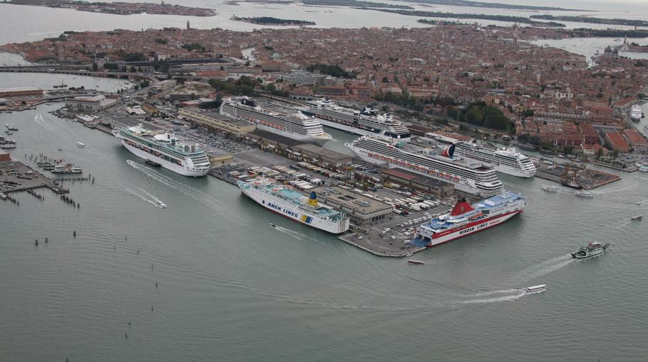 Grandi Navi terminal passeggeri Venezia