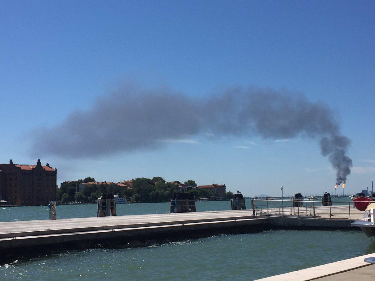 Fumo Versalis Porto Marghera