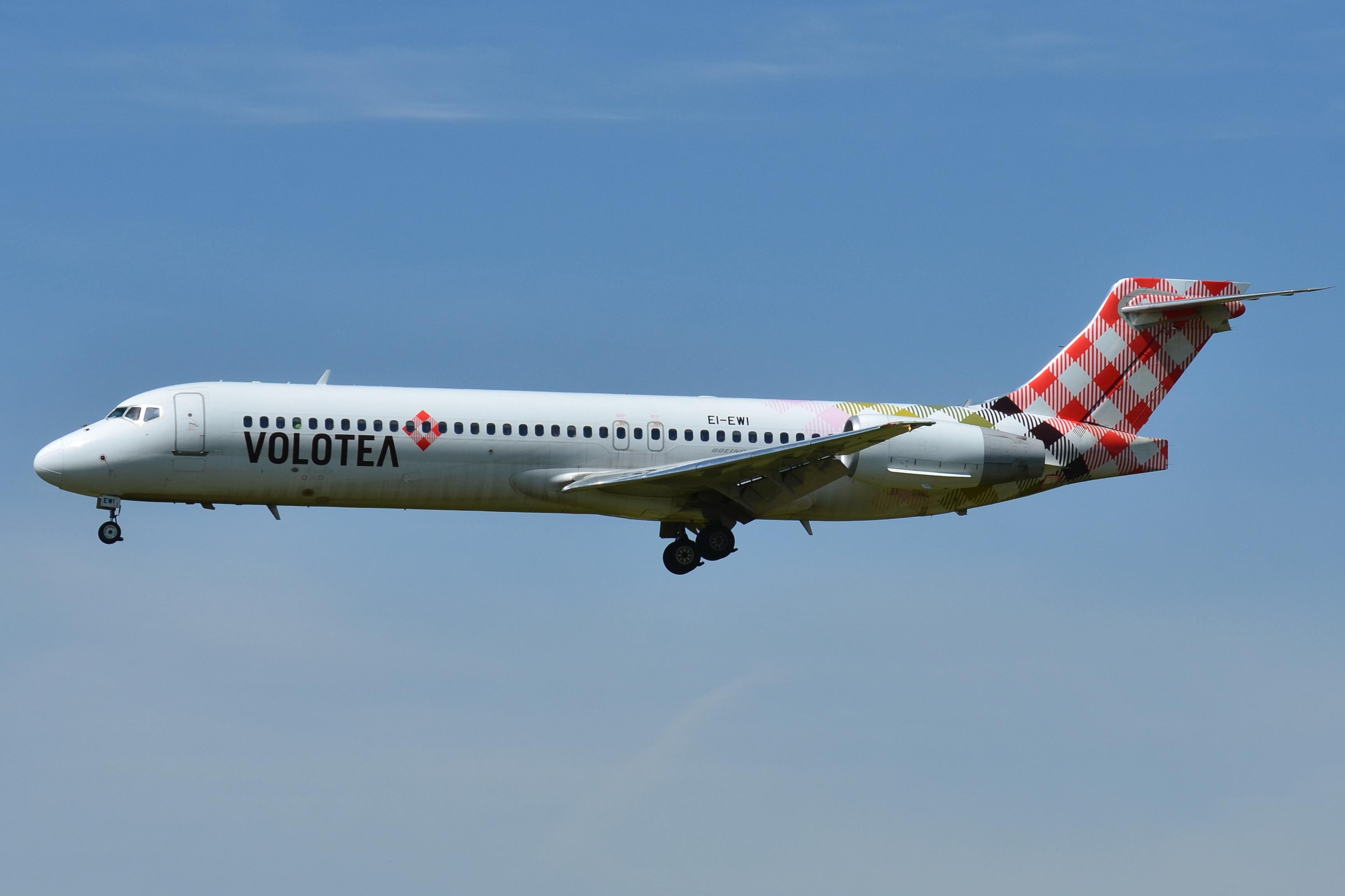 Boeing_717-200_Volotea_Airlines_(VOE)_EI-EWI_-_MSN_55170_5120_(9649079814)