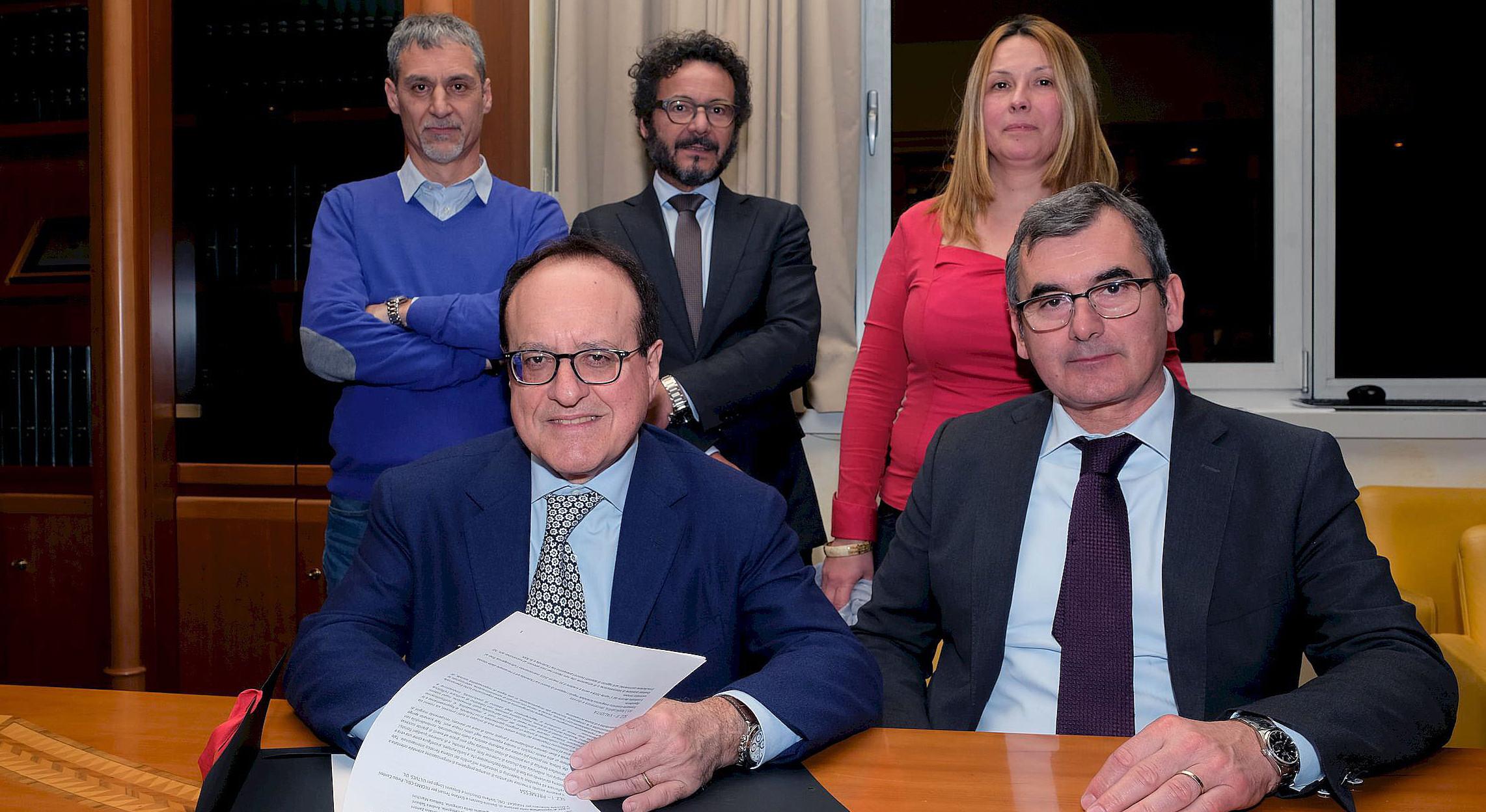 Veronafiere firma contratto aziendale