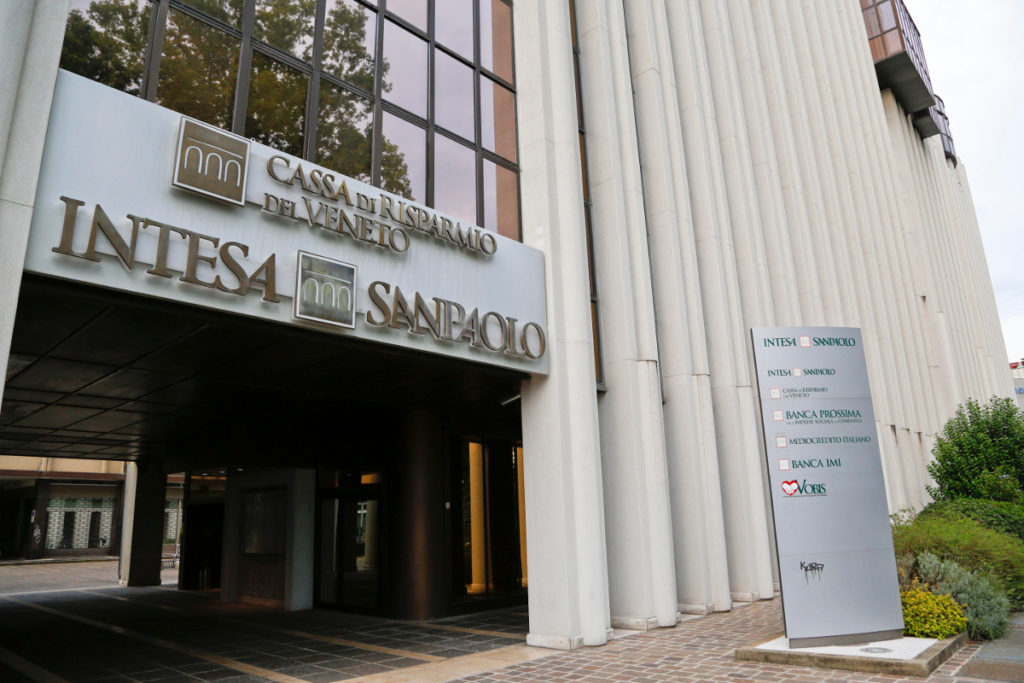 Cariveneto accorpata a Intesa, chiudono 35 filiali