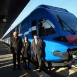 Gambato, Giaconia e Chisso davanti al nuovo treno Flirt