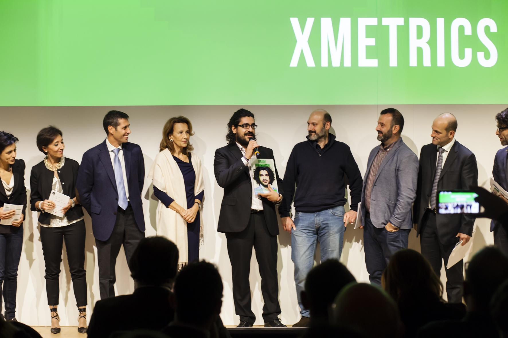 Andrea Rinaldo ritira il Premio dall'idea all'impresa a nome del team Xmetrics