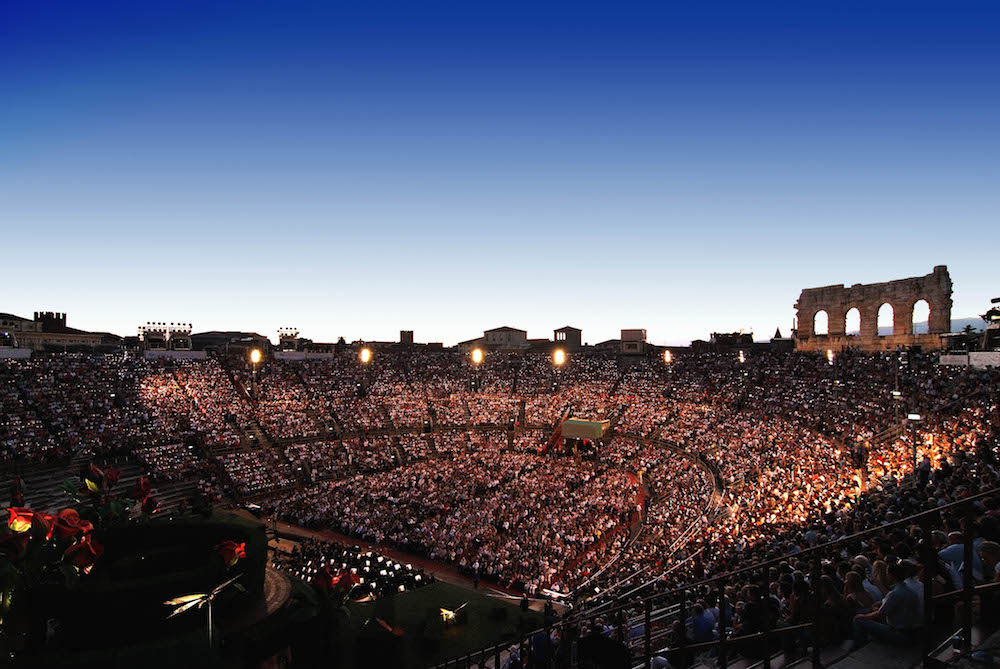 Arena di Verona, foto Tabocchini Gironella via http://www.arena.it/arena/en/fotogallery/album/pubblico-arena-en.html