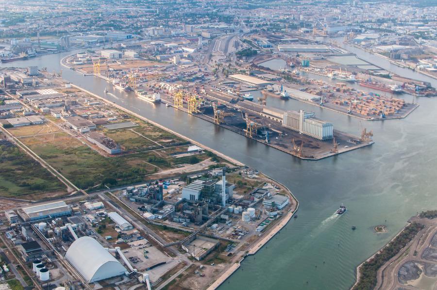 Porto Marghera Venezia via Shutterstock
