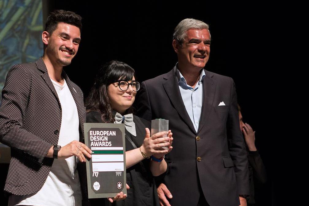 Laura Bortoloni e Francesco Lucchiari ritirano il premio durante la cerimonia a Porto