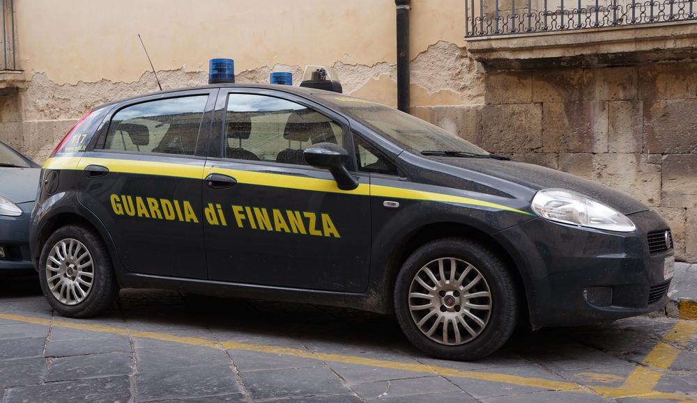 guardia-di-finanza-shutterstock_672690253