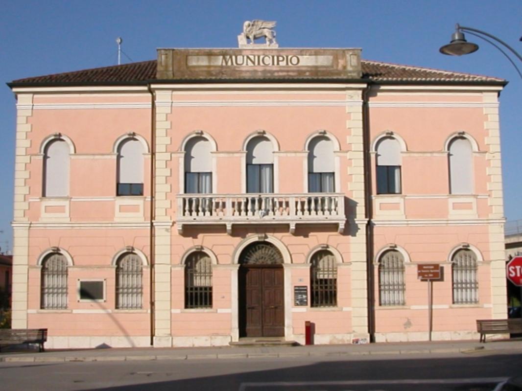 Municipio di Polesella, foto di Threecharlie - Opera propria, CC BY-SA 3.0