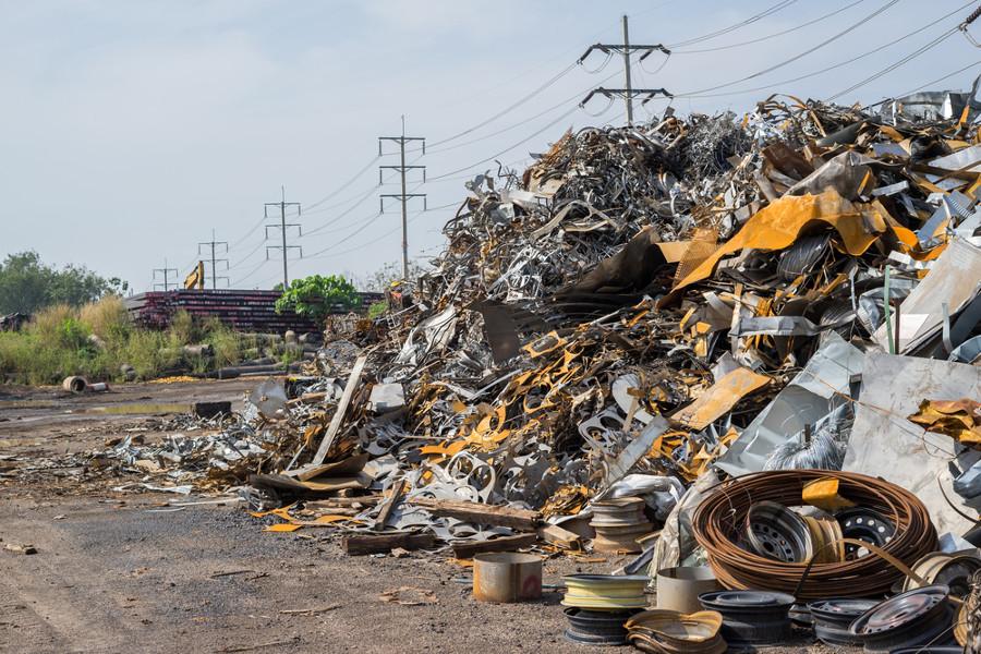 rifiuti-industriali-shutterstock_556823722