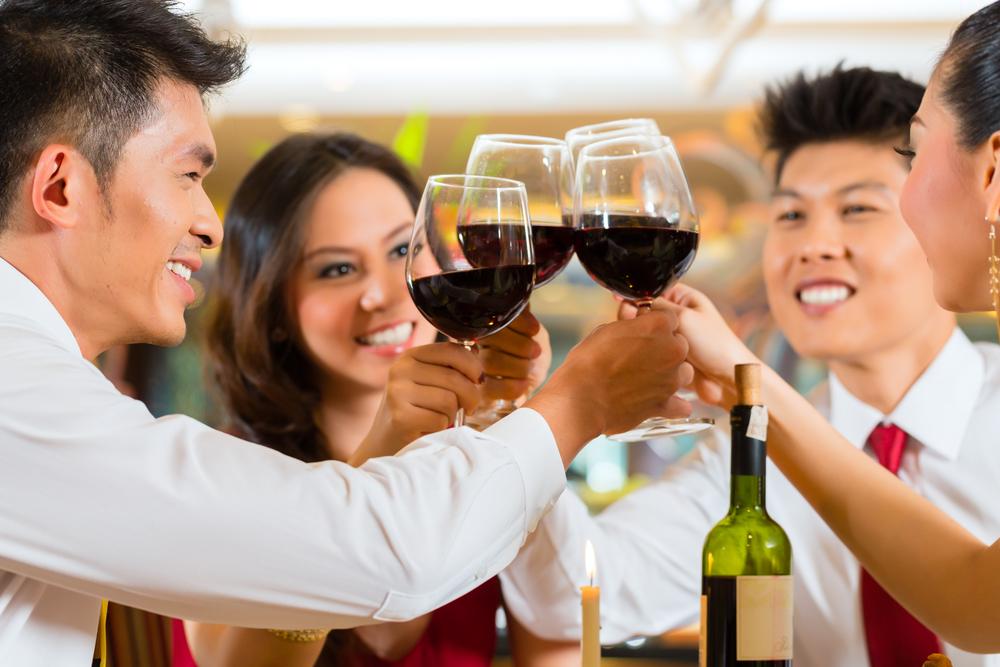 vino-vinitaly-cina-cinese-cinesi-brindisi